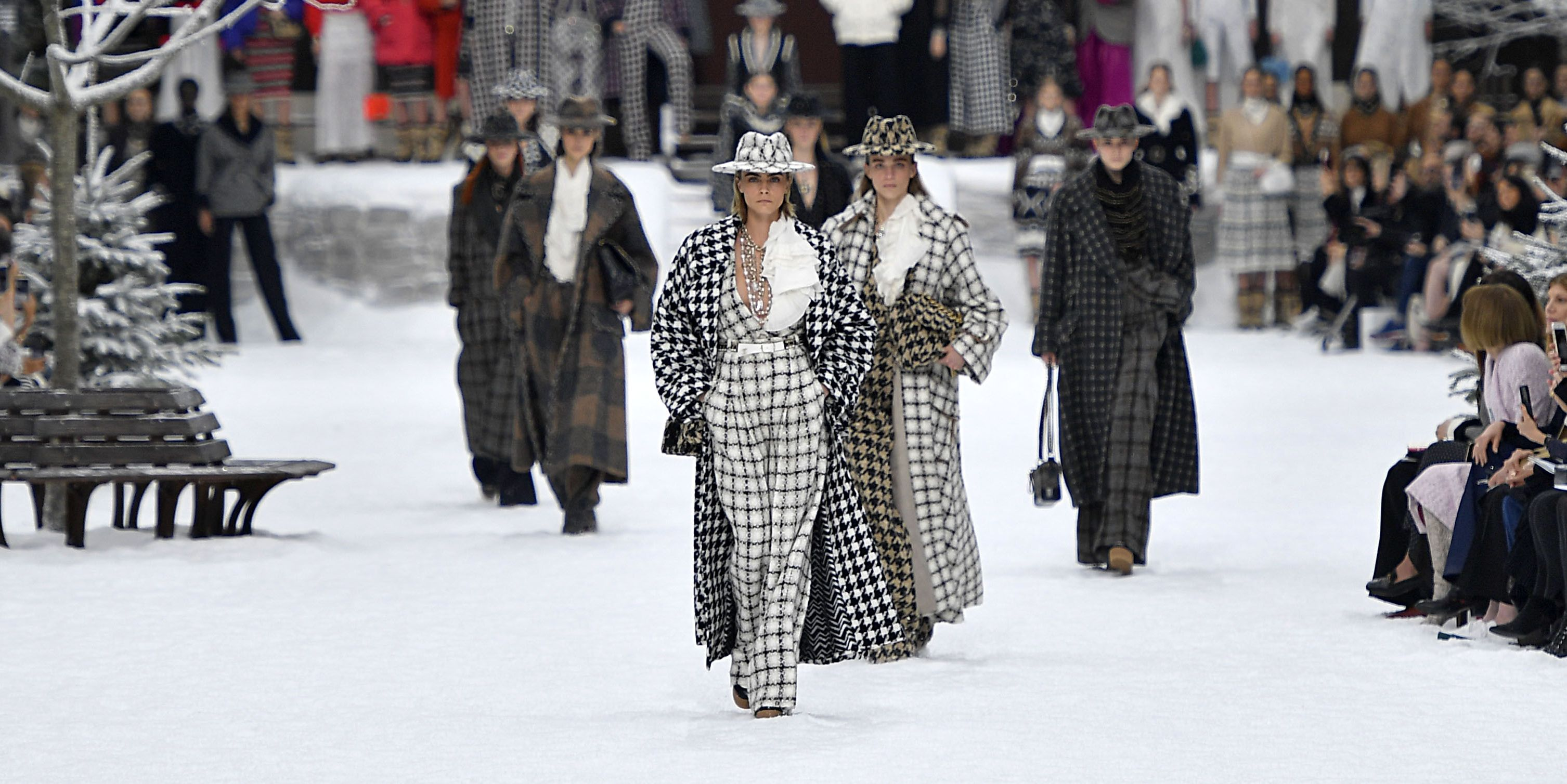 127 Great Looks from Paris Fashion Week