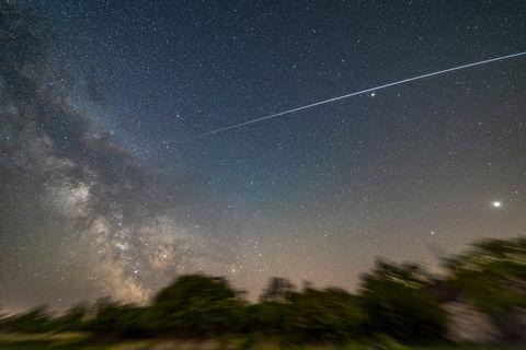 夜空に見える宇宙ステーション