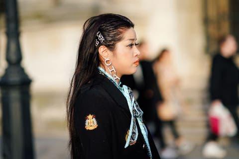 Hair, Street fashion, Beauty, Black hair, Hairstyle, Fashion, Yellow, Eye, Lip, Long hair,