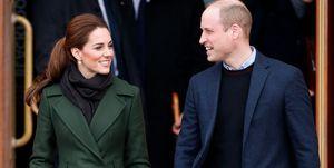 Kate Middleton en prins William houden elkaars hand vast