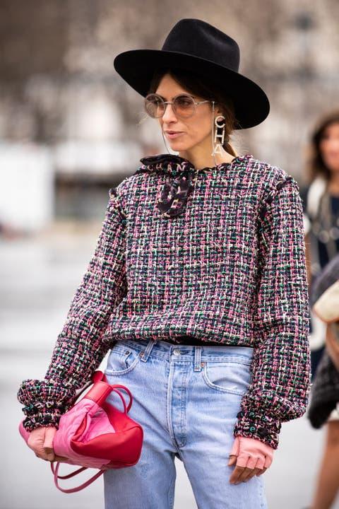 Clothing, Plaid, Street fashion, Fashion, Jeans, Shoulder, Hat, Tartan, Fedora, Pattern,