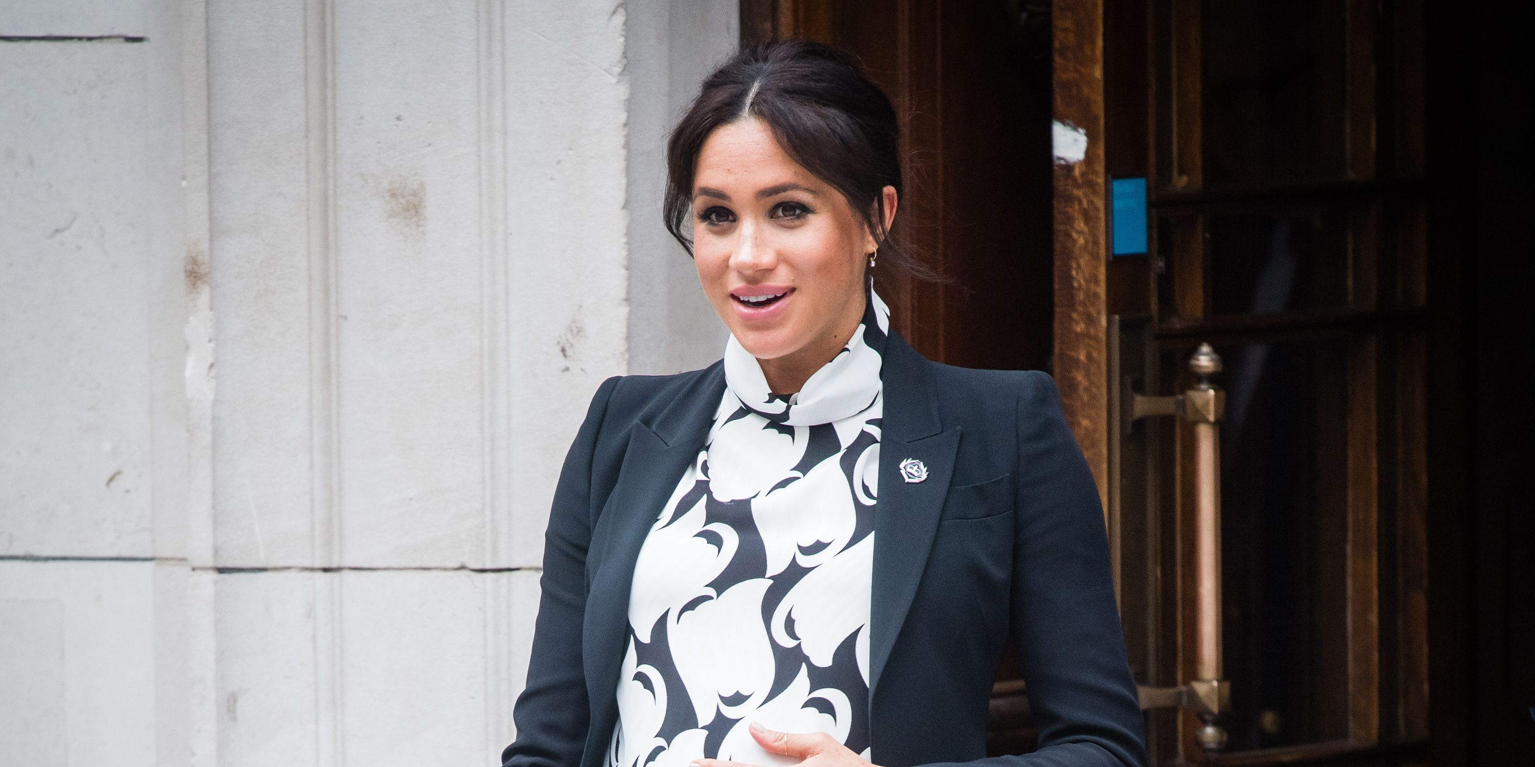 A midwife shares all the evidence that suggests Meghan is having twins