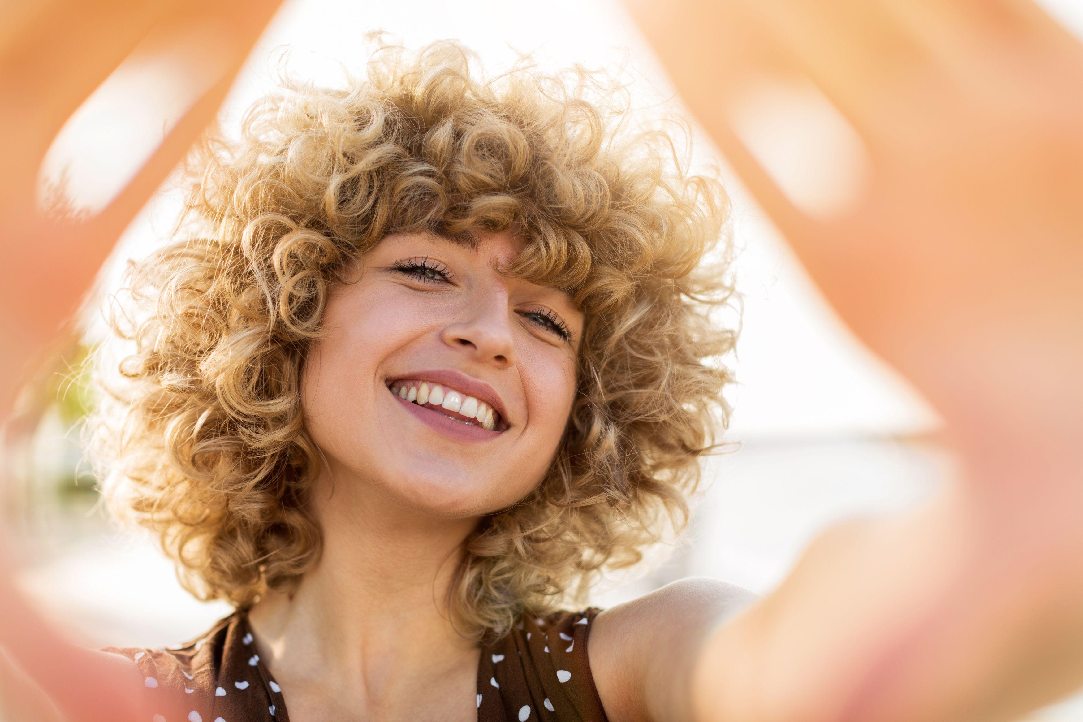Foto tagli capelli medi ricci