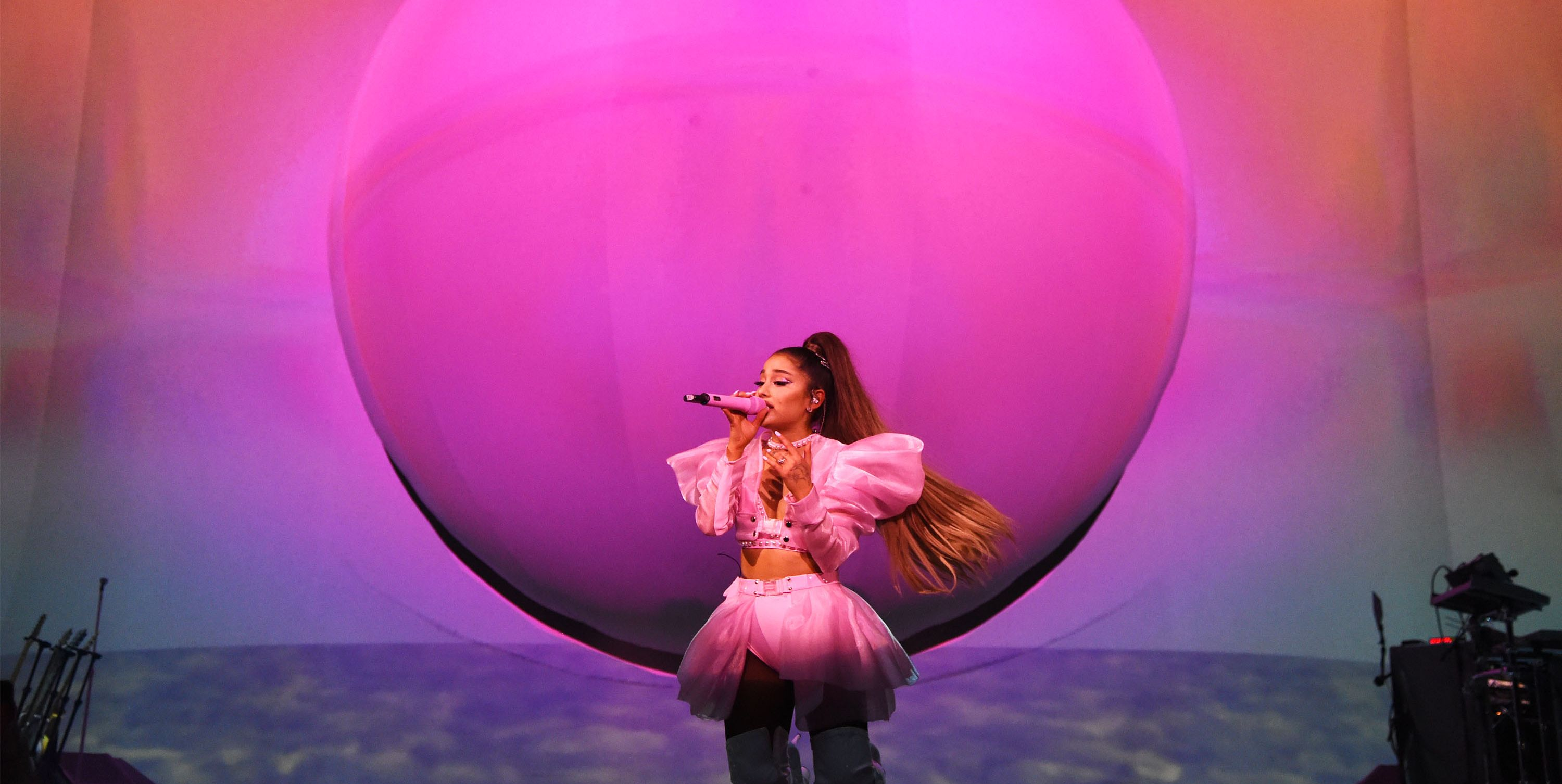 Ariana Grande On Stage Sweetener world tour