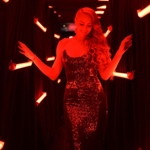 Performance, Entertainment, Red, Performance art, Performing arts, Stage, Light, Event, Music venue, Singer,