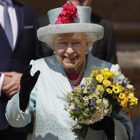 Flower, Hat, Headgear, Plant, Event, Floristry, Suit, Bouquet, Fashion accessory,