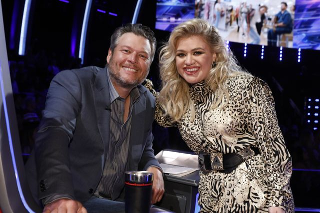 the voice    live top 24 episode 1613a    pictured l r blake shelton, kelly clarkson    photo by trae pattonnbcu photo banknbcuniversal via getty images via getty images