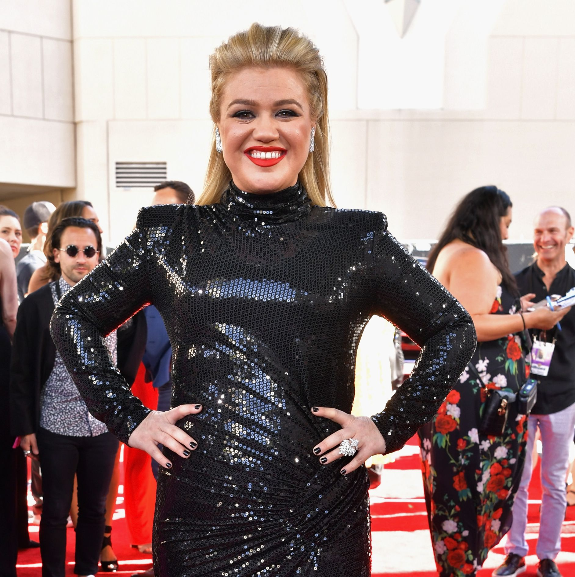 Kelly Clarkson Was Rushed into Appendix Surgery HOURS After Hosting the BBMAs