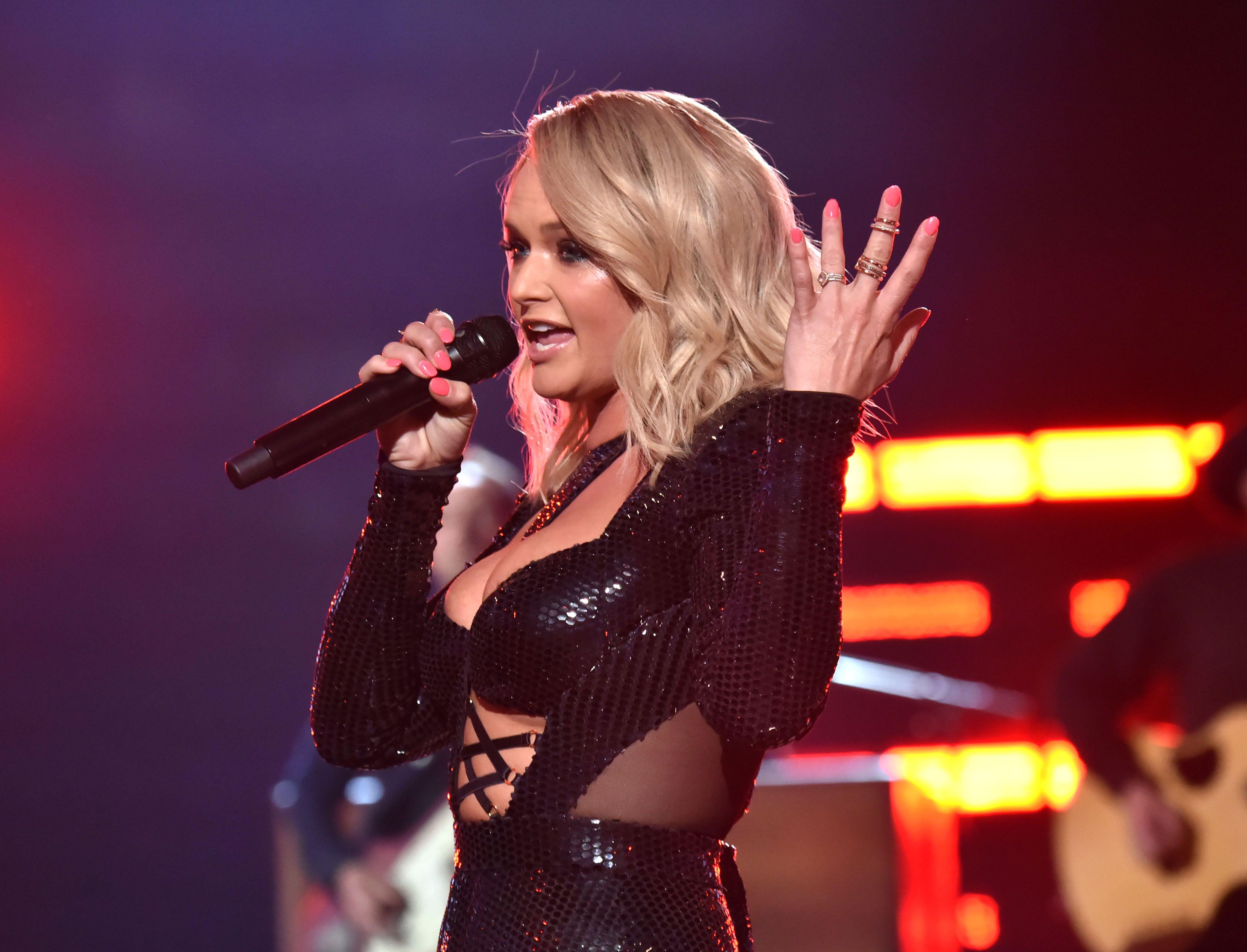 Miranda Lambert Shaded Blake Shelton Right in Front of His Damn Face at the ACM Awards