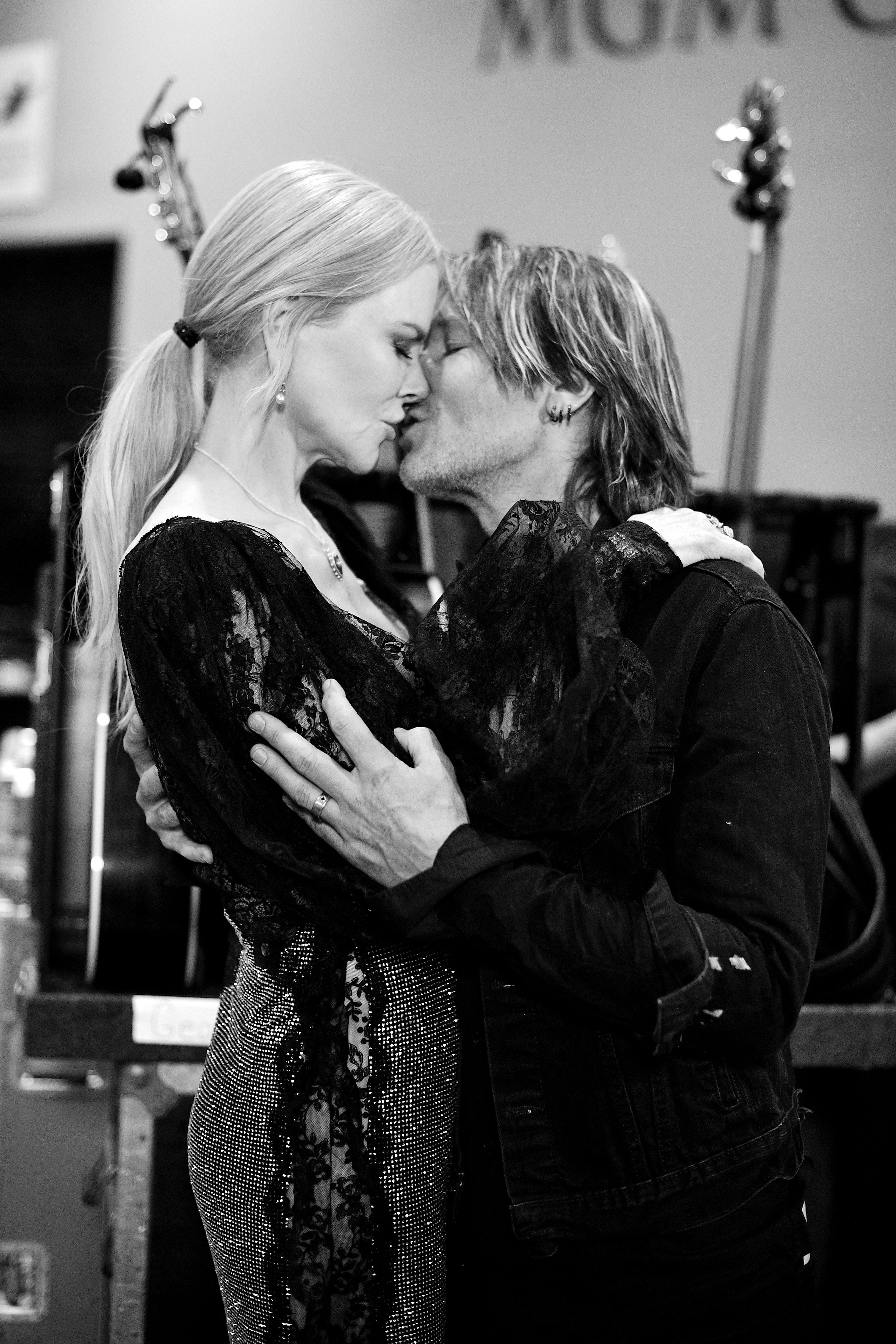 Nicole Kidman Kidman is married to country singer Keith Urban. They met at the  2005 at the G'Day USA gala in Los Angeles, and four months later he called.