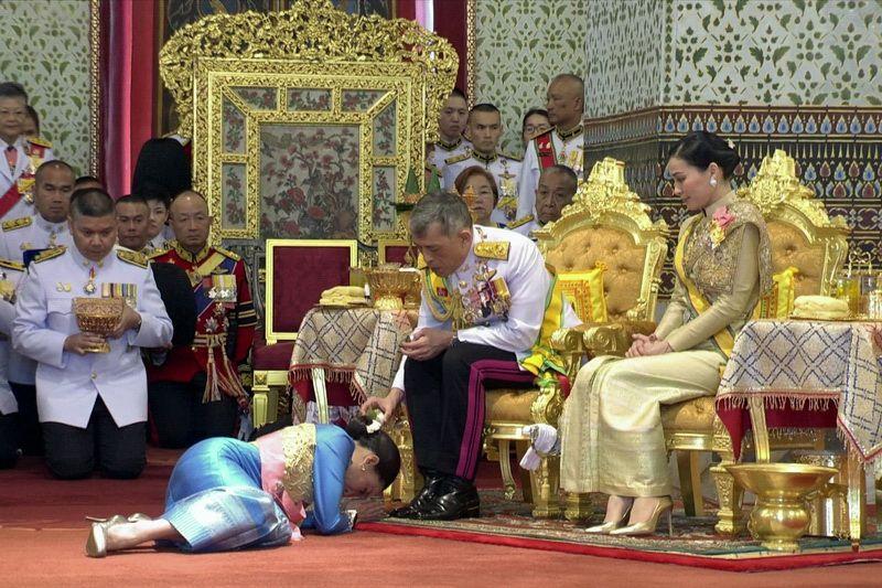 Il re di Thailandia ha già scaricato la concubina scandalo (e ora cosa le succederà?)