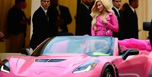 Kacey Musgraves arriving at the 2019 Met Gala in a pink Chevrolet Corvette