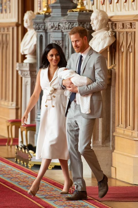 windsor, england may 08 prince harry, duke of sussex and meghan, duchess of sussex, pose with their newborn son archie harrison mountbatten windsor during a photocall in st georges hall at windsor castle on May 8, 2019 in windsor, england the duchess of sussex gave birth at 0526 on Monday 06 May, 2019 photo by dominic lipinski wpa poolgetty images