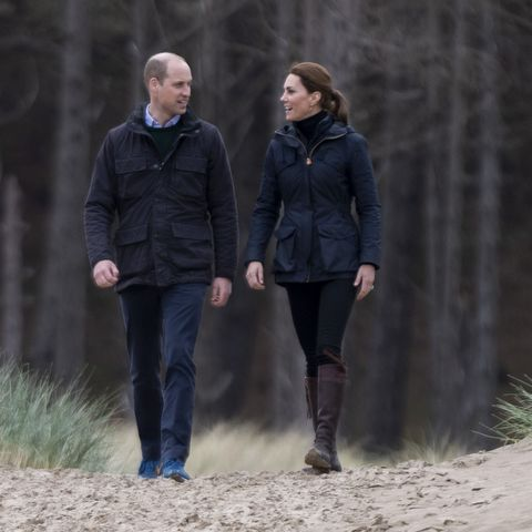 Kate Middleton And Prince William stroll beach wales