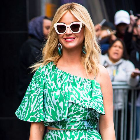Eyewear, Sunglasses, Fashion model, Street fashion, Shoulder, Fashion, Glasses, Clothing, Beauty, Vision care,