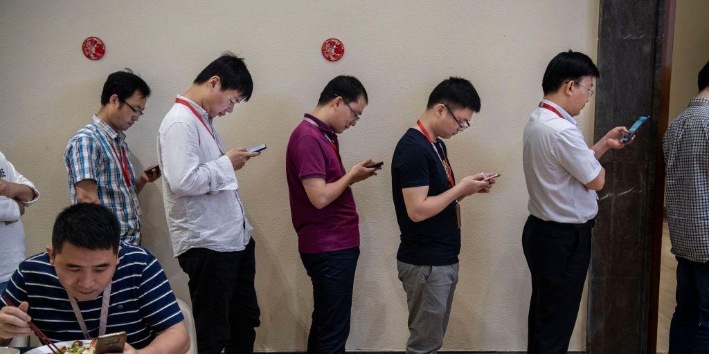 Nu de vraag naar hun telefoons instort wordt Huawei varkensboer - quotenet.nl