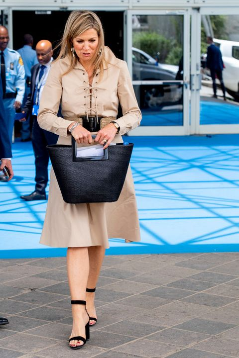 Clothing, Street fashion, Fashion, Blue, Snapshot, Footwear, Beauty, Leg, Human leg, Street,