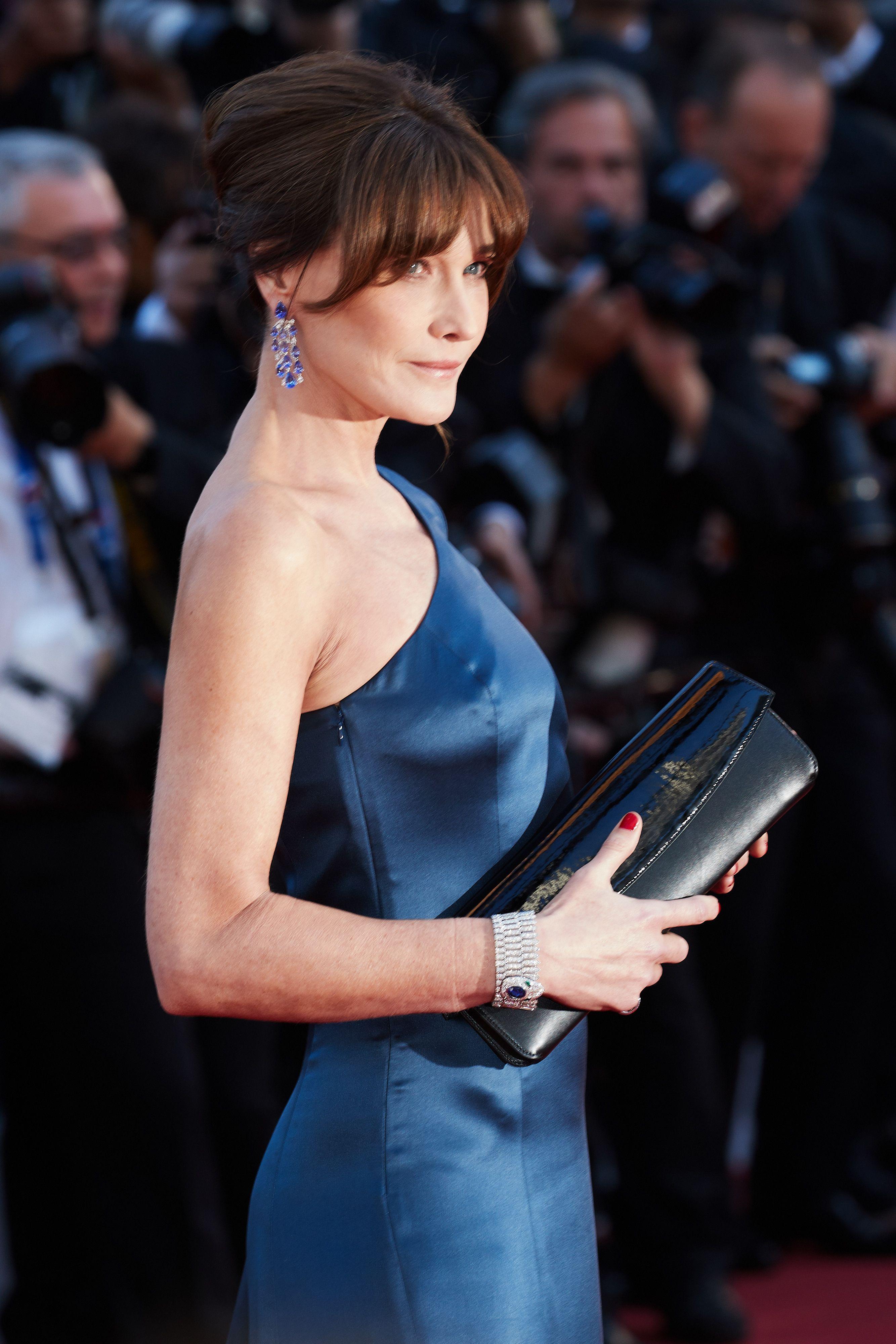 Lo spacco di Carla Bruni a Cannes dà una lezione (a una persona in particolare)