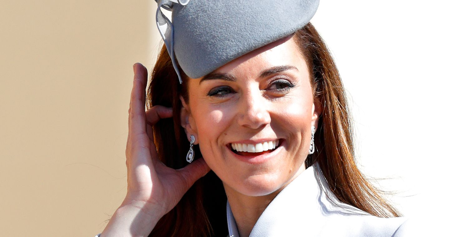 Kate Middleton in een blauwe look bijWindsor Castle