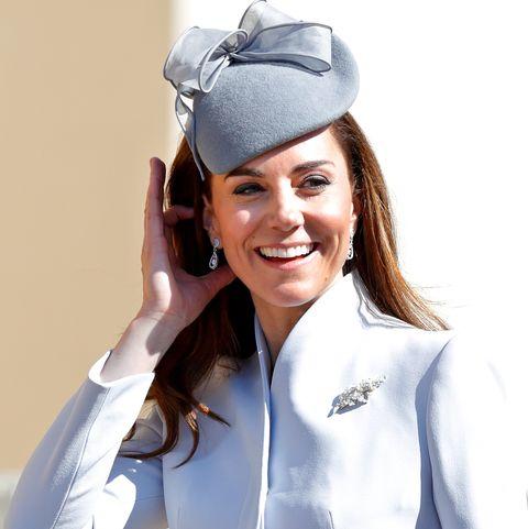 Uniform, Headgear, Side cap, Chef's uniform, Health care provider, Nurse, Costume hat, Sailor, Hat, Gesture,
