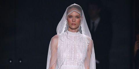 159585ef8 Los vestidos de novia de Rosa Clará en su colección 2019