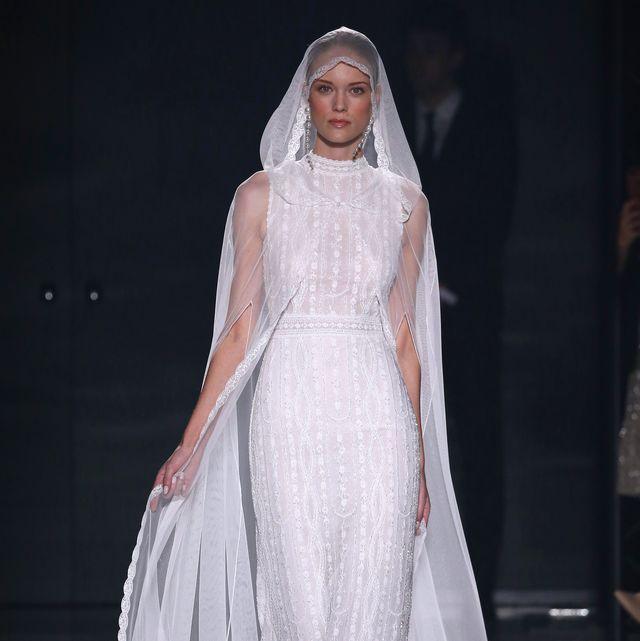 aa413437ea Los vestidos de novia de Rosa Clará en su colección 2020 desfilan en ...