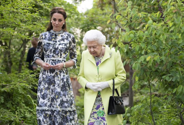 london, england   may 20 queen elizabeth ii and catherine, duchess of cambridge at the rhs chelsea flower show 2019 press day at chelsea flower show on may 20, 2019 in london, england photo by geoff pugh   wpa poolgetty images