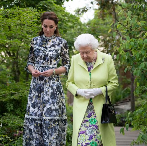 98558be4c92 Kate Middleton Tours The Chelsea Flower Show In The Perfect Spring ...