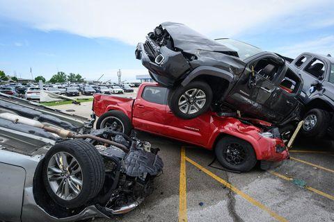 Land vehicle, Vehicle, Motor vehicle, Car, Crash, Automotive tire, Automotive design, Tire, Wheel, Transport,