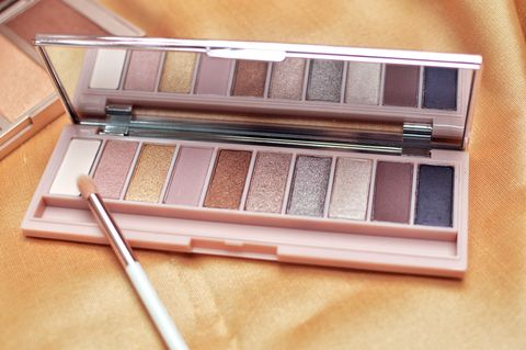 make-up products: makeup palette eye shadow