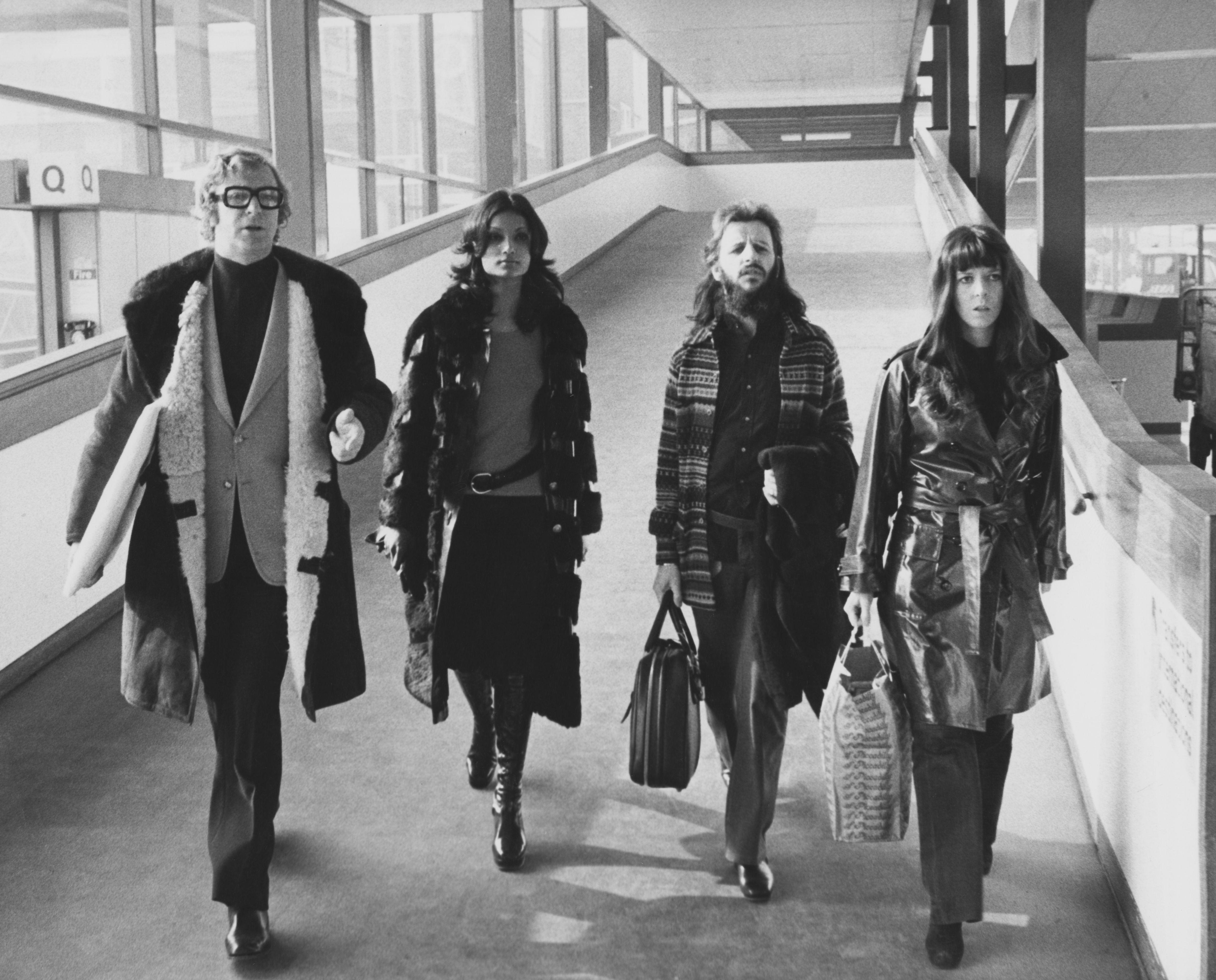 estrellas, aeropuerto, 70, 1970, decada de los 70, celebrities, famosos, actores, actrices, cantantes, músicos, cantante, modelo, años 70, 70s, estilo 70s, moda 70s, moda años 70, estilo años 70