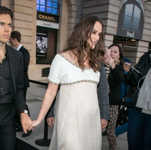 a34e0943d6074 Keira Knightley Reveals Second Pregnancy In Chic Chanel Gown