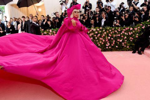 Red carpet, Pink, Dress, Carpet, Gown, Flooring, Quinceañera, Magenta, Fashion, Event,