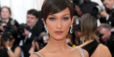 Fashion model, Fashion, Shoulder, Clothing, Dress, Haute couture, Red carpet, Carpet, Event, Joint,