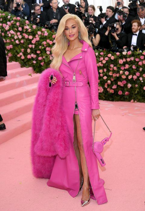 Pink, Fashion, Clothing, Red carpet, Haute couture, Carpet, Street fashion, Magenta, Outerwear, Fashion model,