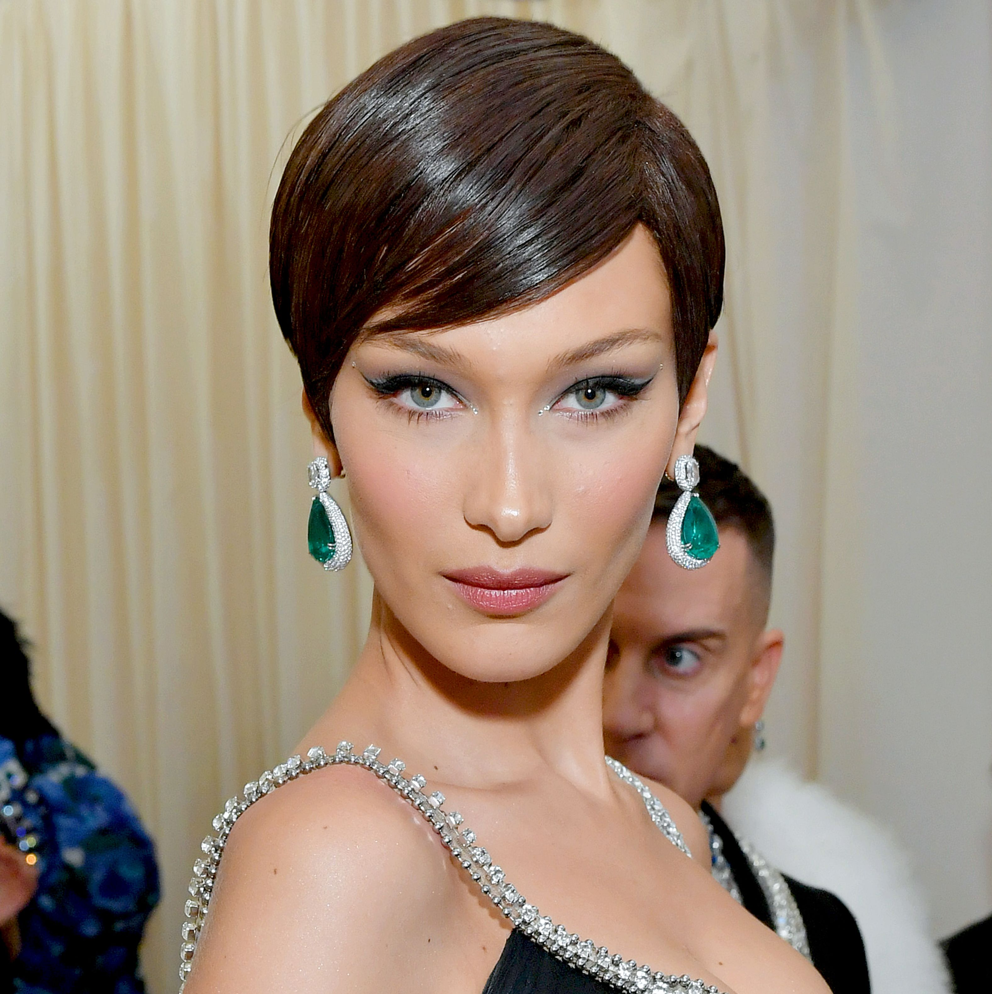 Bella Hadid Hadid got her hair in the shortest, shiniest pixie to let her stunning emerald earrings shine. Her makeup was similar to what we've seen from her in the past: glowy skin and winged liner.