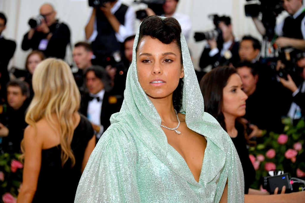 Alicia Keys Stuck to Wearing Barely Any Makeup at the 2019 Met Gala and Looks Stunning