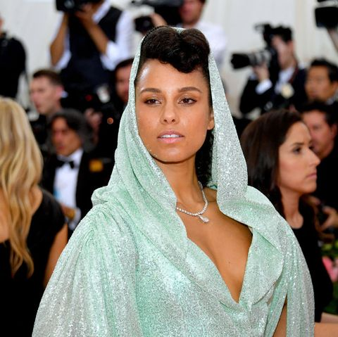 Hair, Facial expression, Fashion, Beauty, Hairstyle, Skin, Dress, Event, Shoulder, Red carpet,