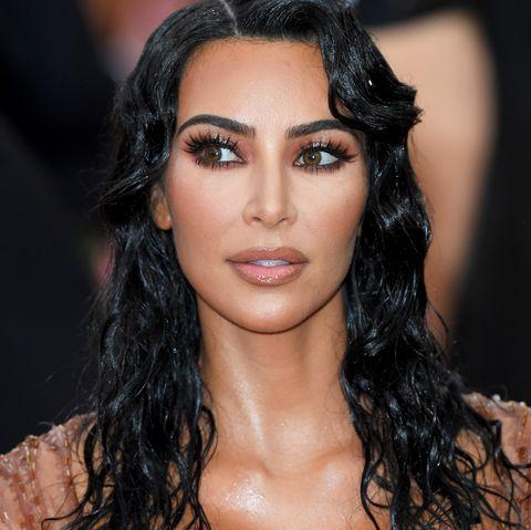 Hair, Fashion model, Eyebrow, Black hair, Hairstyle, Lip, Fashion, Beauty, Long hair, Chest,
