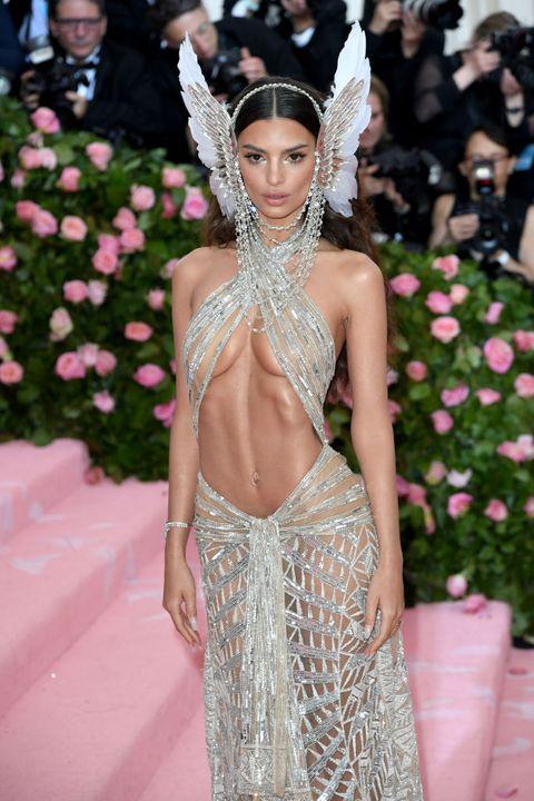 Fashion, Haute couture, Fashion model, Event, Dress, Fashion accessory, Jewellery, Flooring, Trunk, Model,