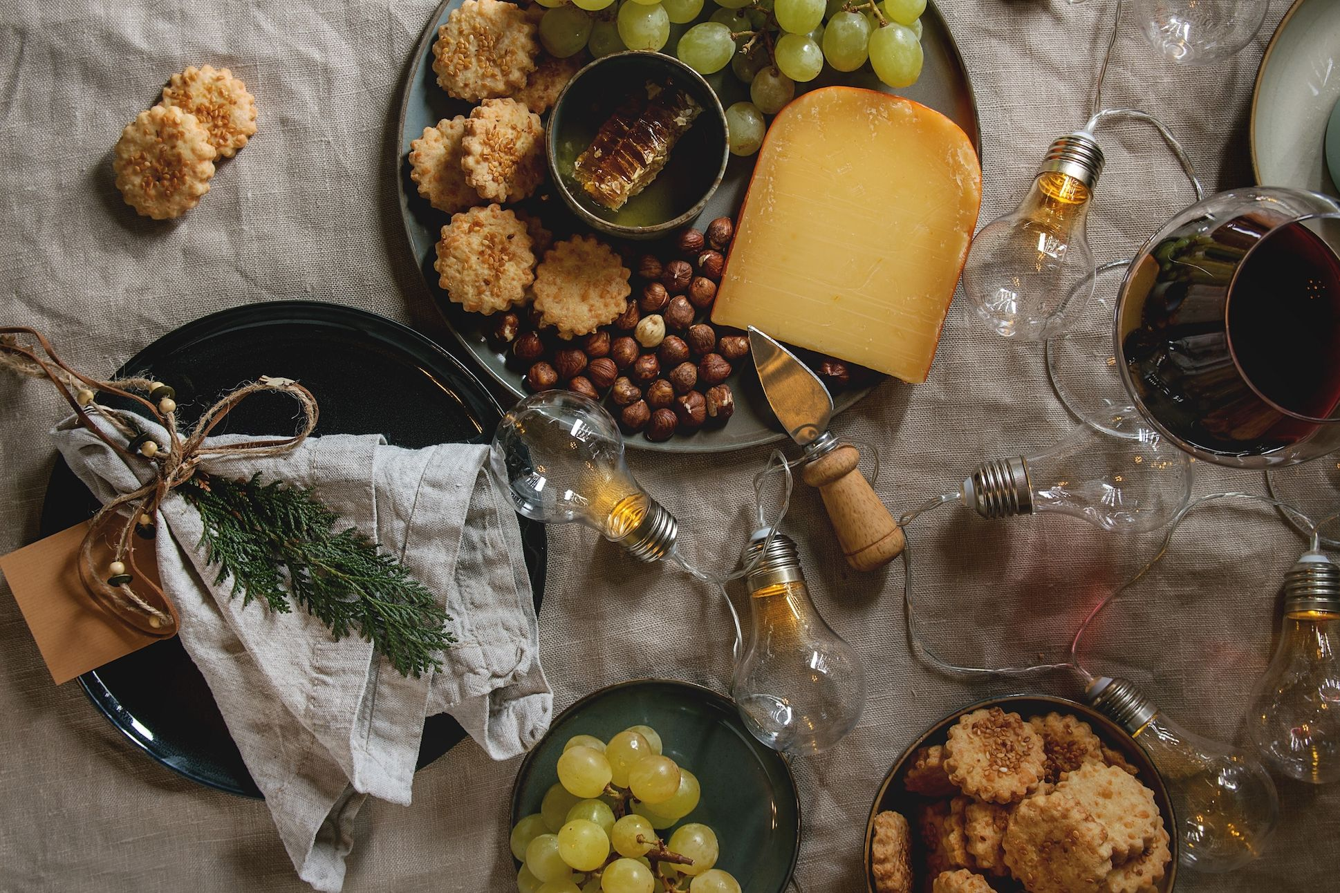 20 Christmas Table Runners for Your Most Elegant Holiday Dining