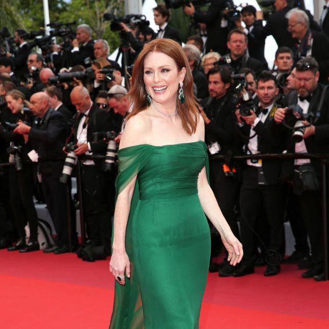 Red carpet, Fashion model, Carpet, Dress, Clothing, Shoulder, Gown, Premiere, Flooring, Fashion,