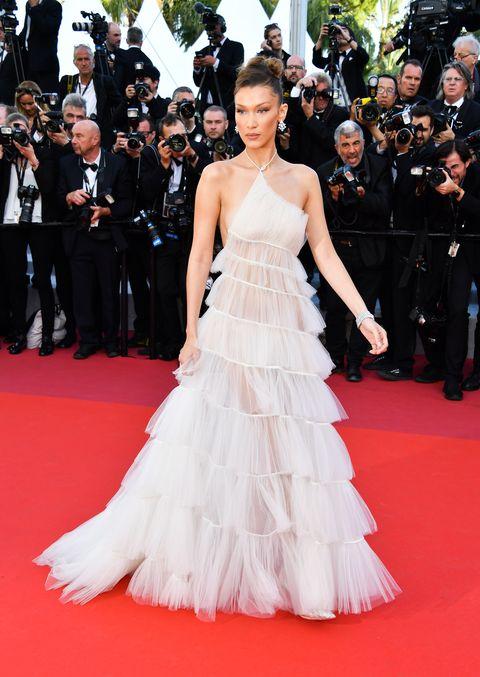 Gown, Dress, Fashion model, Red carpet, Carpet, Clothing, Shoulder, Flooring, Premiere, Haute couture,