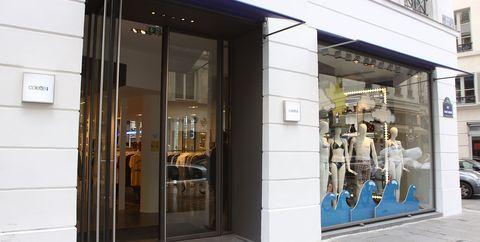 Facade, Fixture, Door, Display window, Home door, Sidewalk, Outlet store, Retail, Scooter, Door handle,