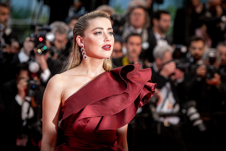 Solo Amber Heard poteva osare gli stivali rossi sul red carpet di Cannes?