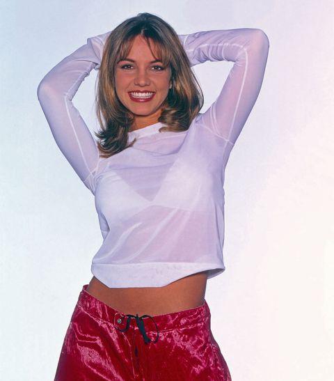 بریتنی اسپیرز ، خواننده پاپ آمریکایی ، در یک عکس تبلیغاتی در مونیخ ، آلمان 1999 خواننده پاپ آمریکایی بریتنی اسپیرز در یک عکسبرداری تبلیغاتی در مونیخ ، آلمان 1999 عکس توسط اتحادیه عکس های فردریک گابویچ از طریق گتی ایماژ