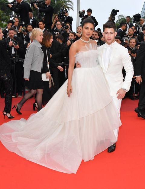 Red carpet, Dress, Gown, Carpet, Premiere, Flooring, Clothing, Event, Fashion, Shoulder,