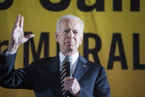 Spokesperson, Speech, Yellow, Public speaking, Orator, Event, Businessperson, Official, Speaker, Gesture,