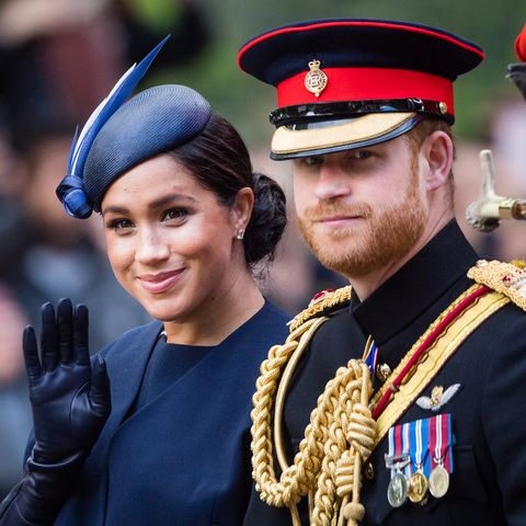 Military uniform, Uniform, Military officer, Official, Military person, Police officer, Headgear, Event, Military, Military rank,