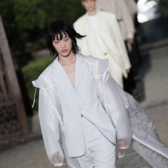 White, Fashion, Street fashion, Outerwear, Photography, Black hair, Fashion design, Suit, Costume,